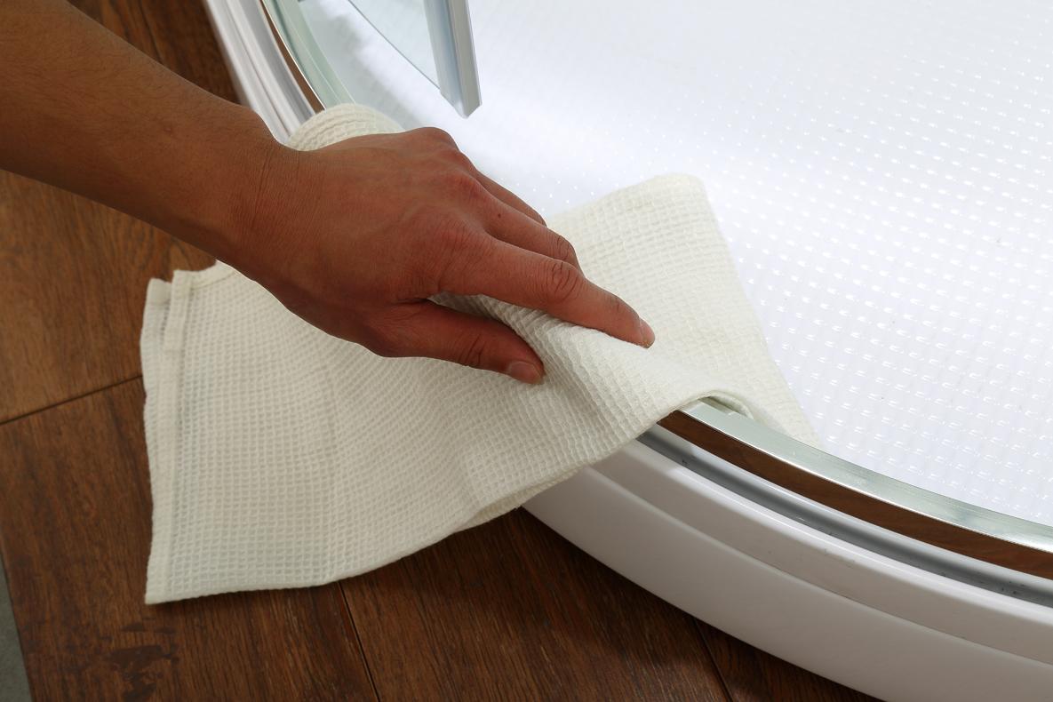 makkelijk schoonmaken van de douchecabine