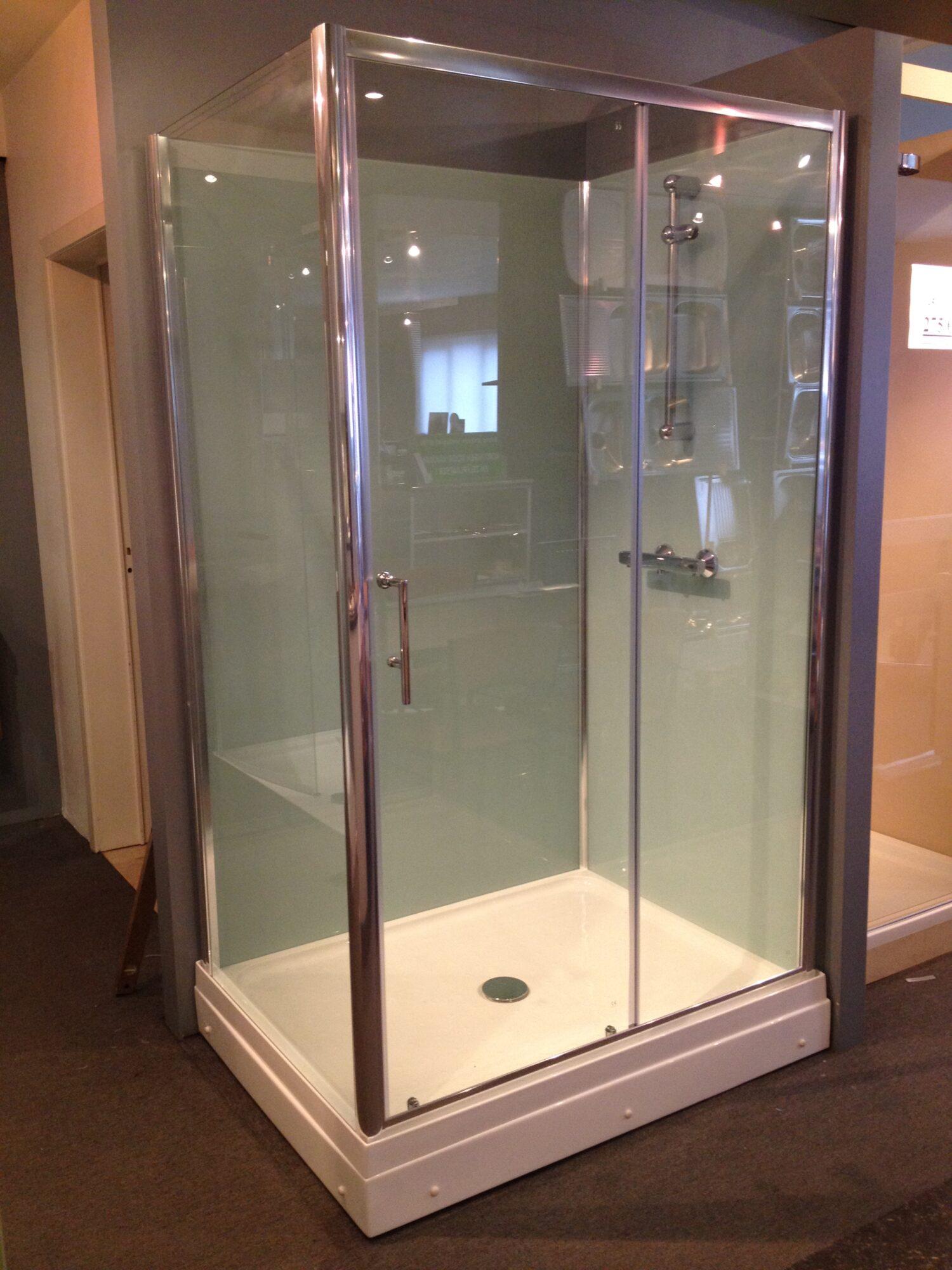 rondom gesloten douchecabine met niet doorzichtige achterwanden